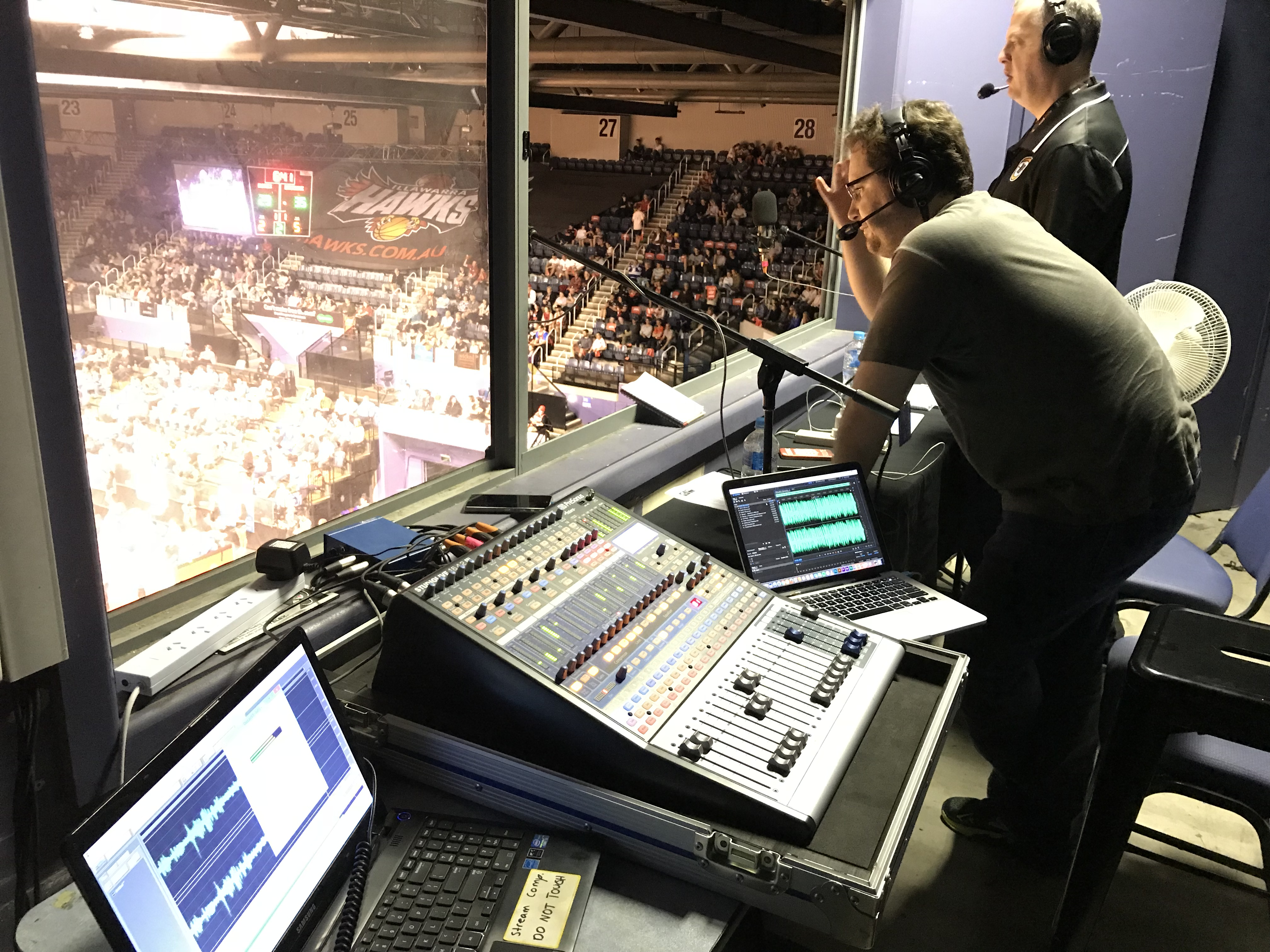 SWR Triple 9 FM LIVE from WIN Entertainment Centre for The Illawarra Hawks Basketball
