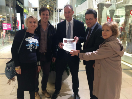 Nick Xenophon accepting Keep The Community In Your Radio petition
