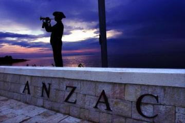 Anzac soldier statue